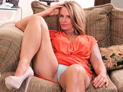 Horny American Mom Playing With Her Wet Pussy - MatureNL