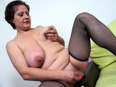 Short haired mature lady lady Melanie is always ready have a wet pussy. She is in her home alone, an