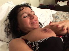 Lugina is a 49 years old lady and she has much experience of how to have a good masturbation. She ta