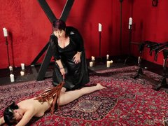 This mean mistress is going to show you the basics of sensual flogging by giving a demonstration. Wa