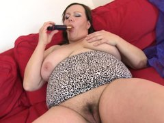 Our brunette mature has gone made and she desperate for some masturbation. Look how this lustful slu