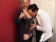 Watch this mature slut taking a fat cock in her mouth. You can tell that Janis is really hungry for