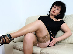 This Horny Housewife Loves To Masturbate - MatureNL