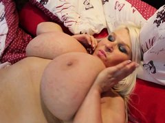 Hot mature BBW Sammy, lets this hung toy boy insert his cock inside of her twat. Everybody wanna hav