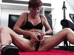 classy mature plays with her saggy snatch