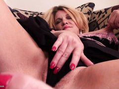slutty mature woman masturbates