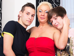 This Naughty Housewife Loves A Threesome - MatureNL