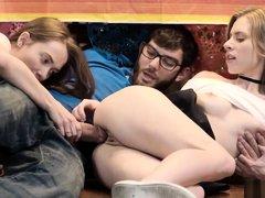 Cinco De Pie, Threesome