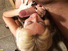 mature slut sucking thick cock an having hard sex