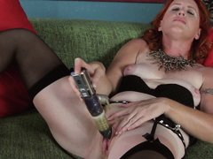 She's an experienced redhead lady that knows how to masturbate giving us a hot show. She keeps those