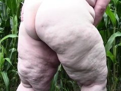 Redneck whore Tina is one of those bbw with a lot of lust. She's in the corn field and starts acting