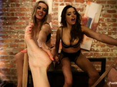 Foot freak Logan Pierce has 30 delicious toes to lick. Francesca Le, Veronica Avluv and Tanya Tate a